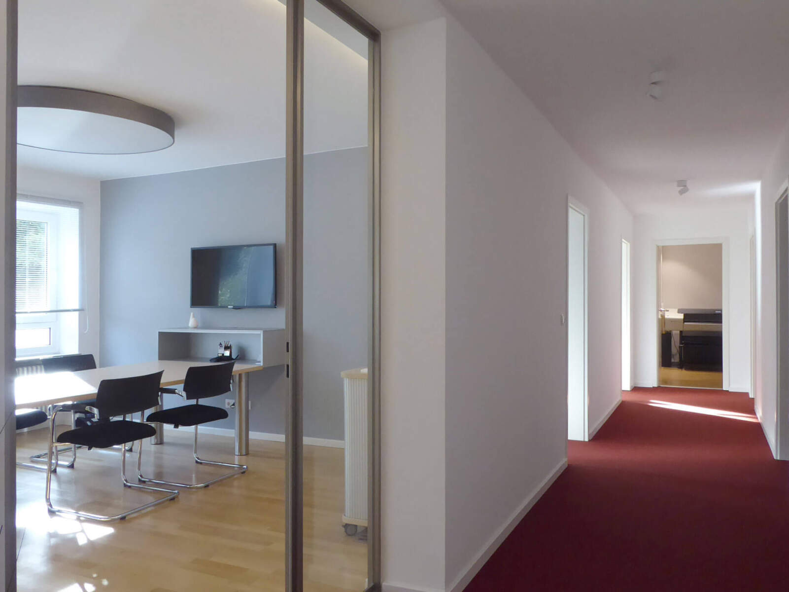Büro in München (Ludwigsvorstadt) / Flur mit Besprechungsraum