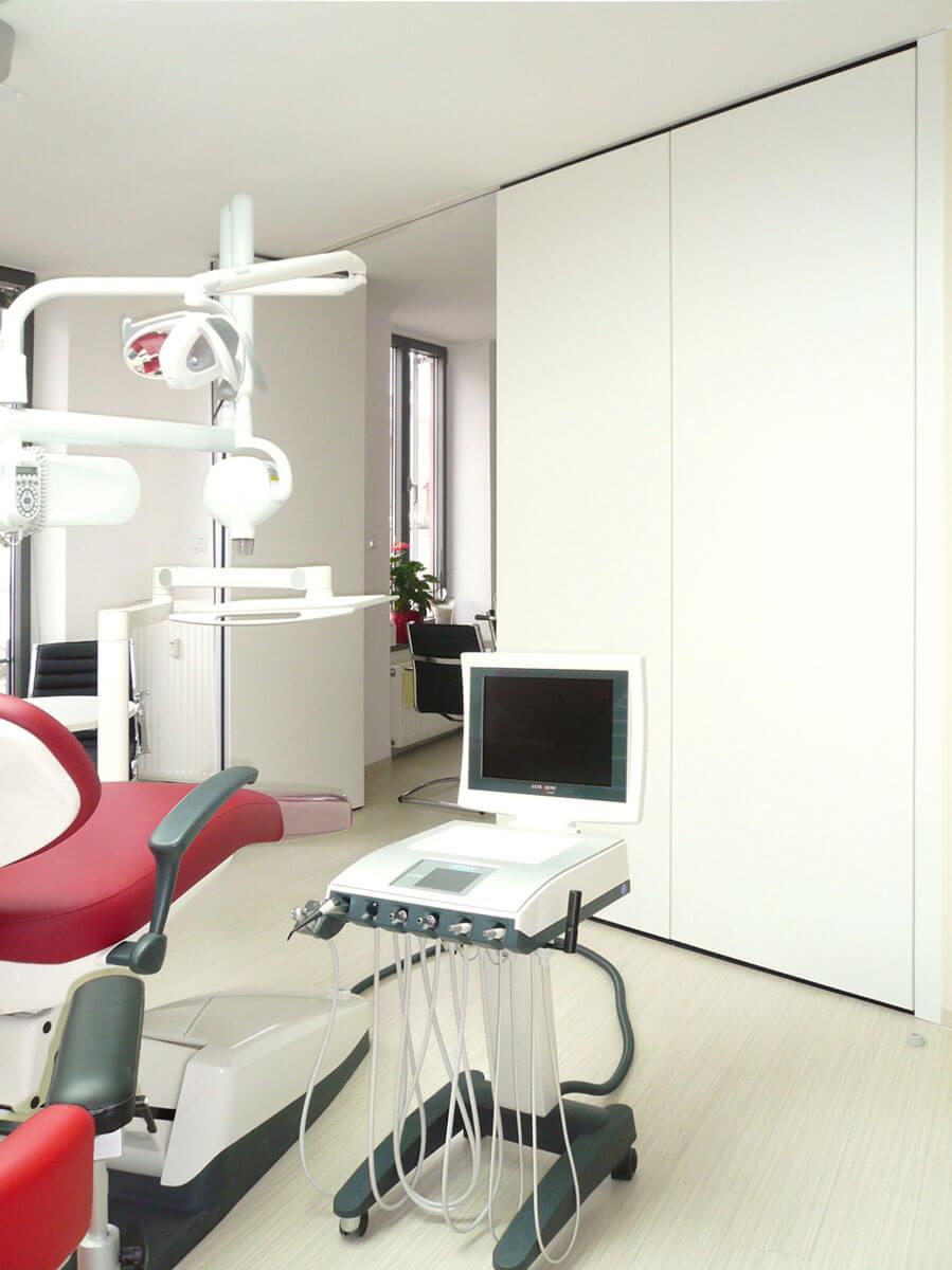 Endodontologie Praxis in Augsburg / Faltwand (geschlossen)