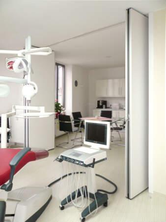 Endodontologie Praxis in Augsburg / Faltwand (offen)